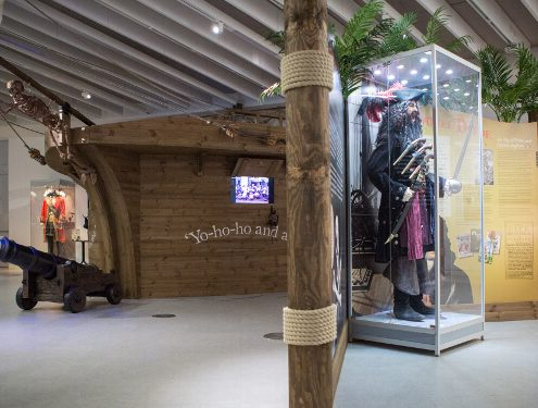 Custom mannequin display cabinet – Shiver Me Timbers Exhibition. Photo courtesy of Sheridan Design