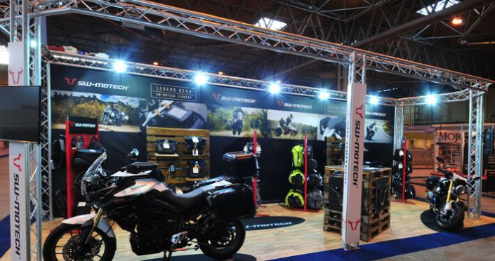 Exhibition stand with rigging truss