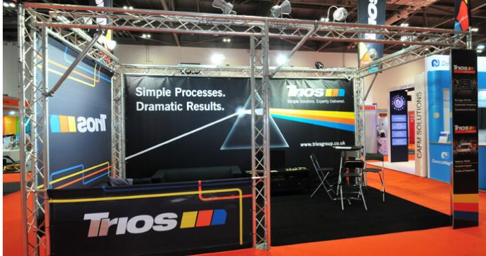 Exhibition truss to build an exhibition stand