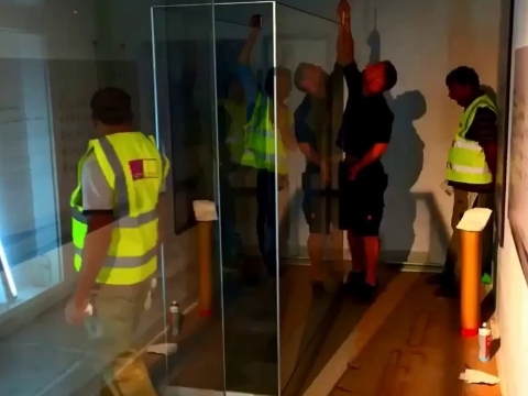 Glass display cases demountable for permanent and temporary exhibitions